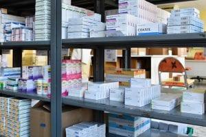 estantes-medicamentos-farmacia-almacen