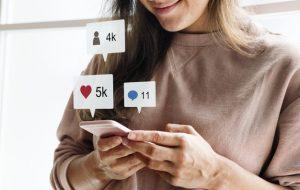 mujer-redes-sociales-farmacia