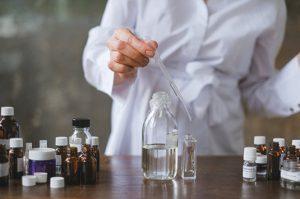 La farmacia debe proporcionar uniforme al empleado